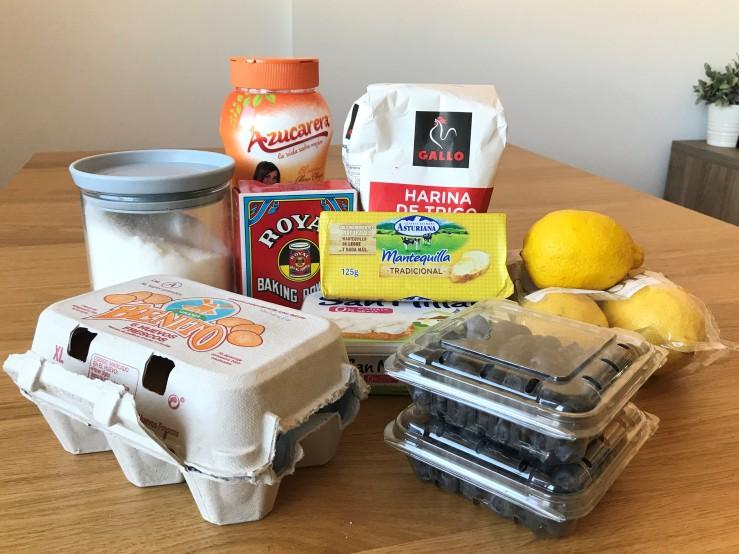 Bizcocho de limón, queso y arándanos (1)