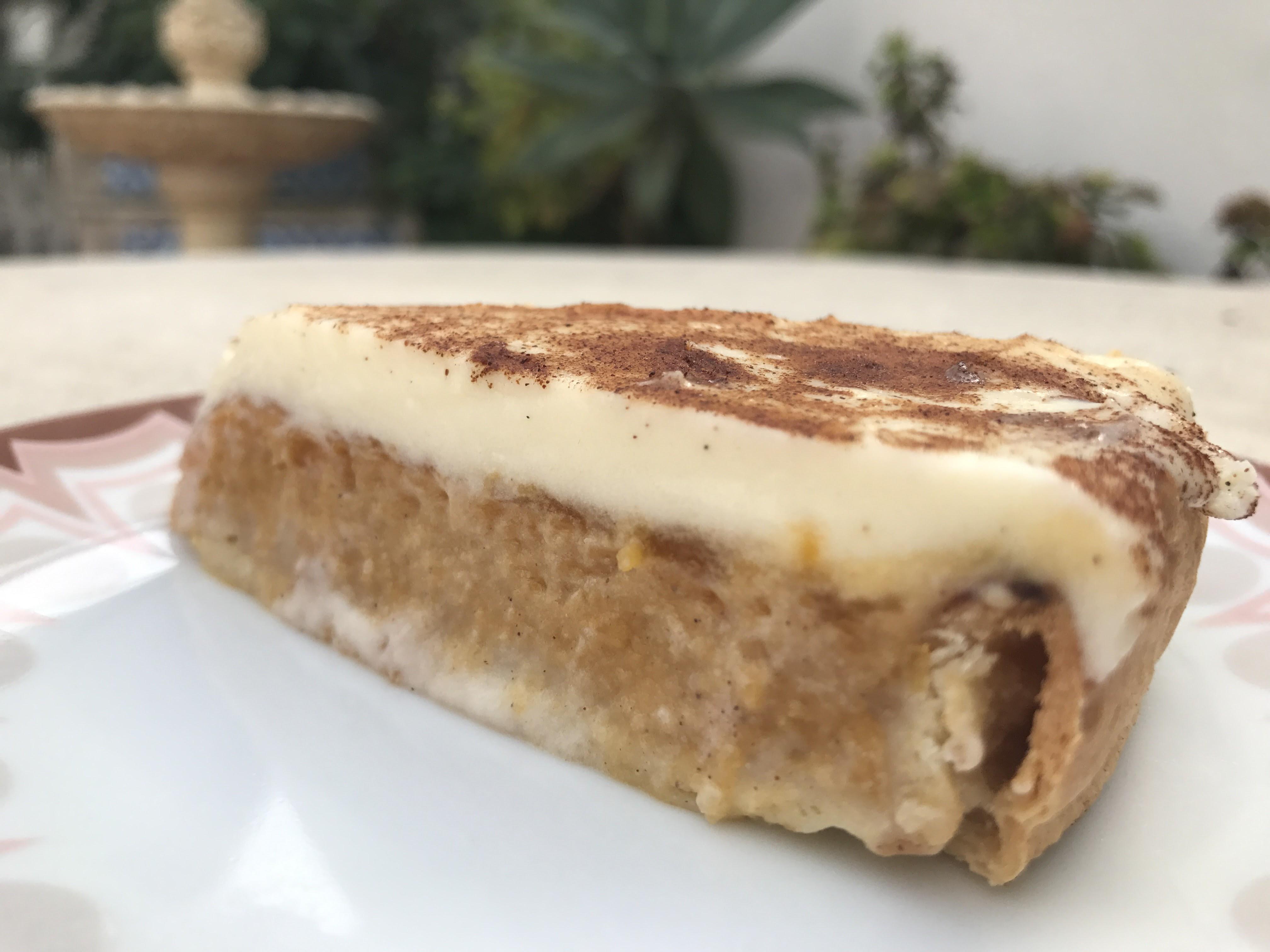 tarta de calabaza con frosting de queso y canela